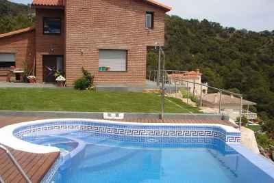 Дом с бассейном и панорамными видами на море на Коста Брава